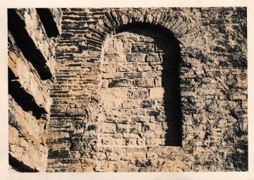 Dokumentation der Rissbildung im Bereich der nördlichen zugemauerten Öffnung der Fassade